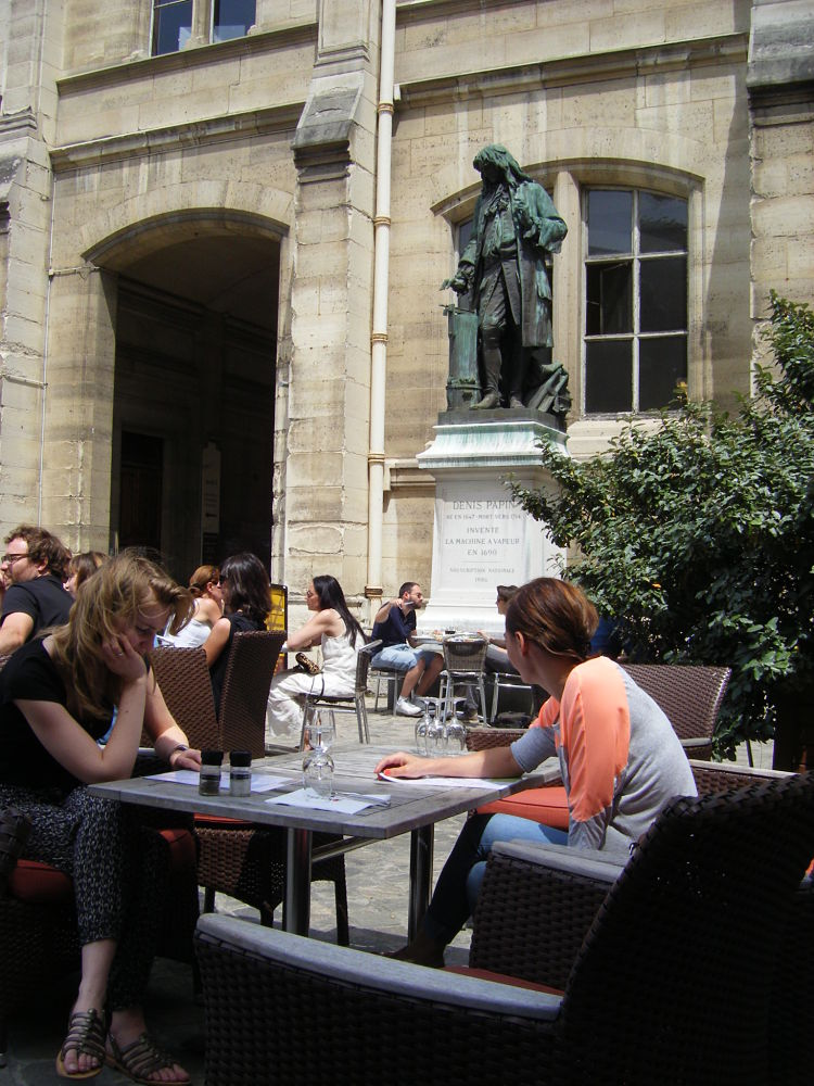 Cafe-des-techniques-vapeurs-Arts-et-Metiers-Paris