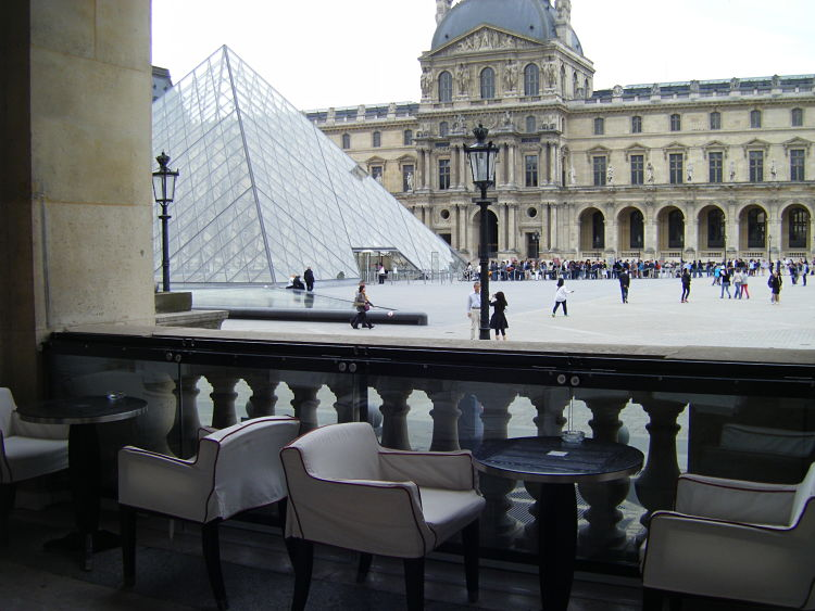 Cafe-Marly-Cour-du-Louvre-Paris