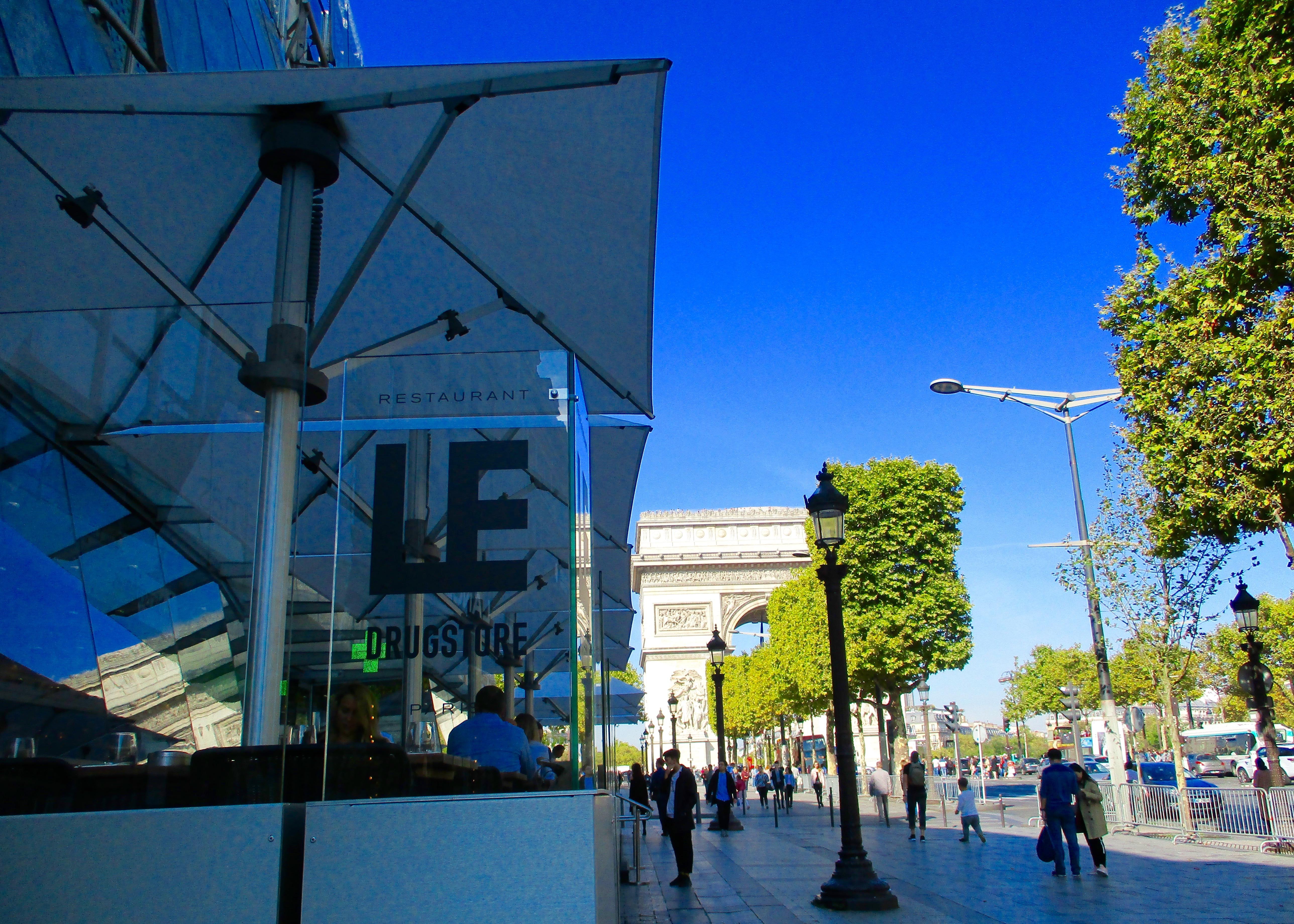 Drugstore-Publicis-Champs-Elysees