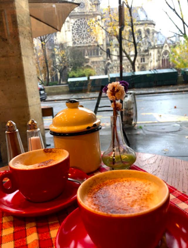 Aux Arts et, galerie cafe à Notre-Dame